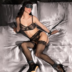 OUCH! UNDER THE BED BINDING RESTRAINT KIT BLACK
